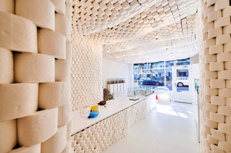 charles-kaisin-and-the-pop-up-store-made-of-toilet-paper-rolls-03-770x512
